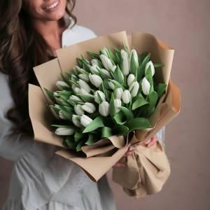 Букет 45 белых тюльпанов с оформлением R1238