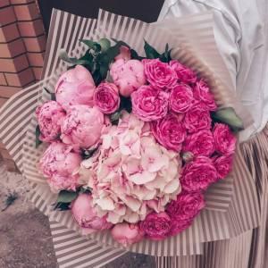 Букет пионы, пионовидные розы и гортензия R504